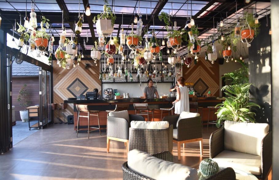 Lola Restaurant & Bar by L hotel