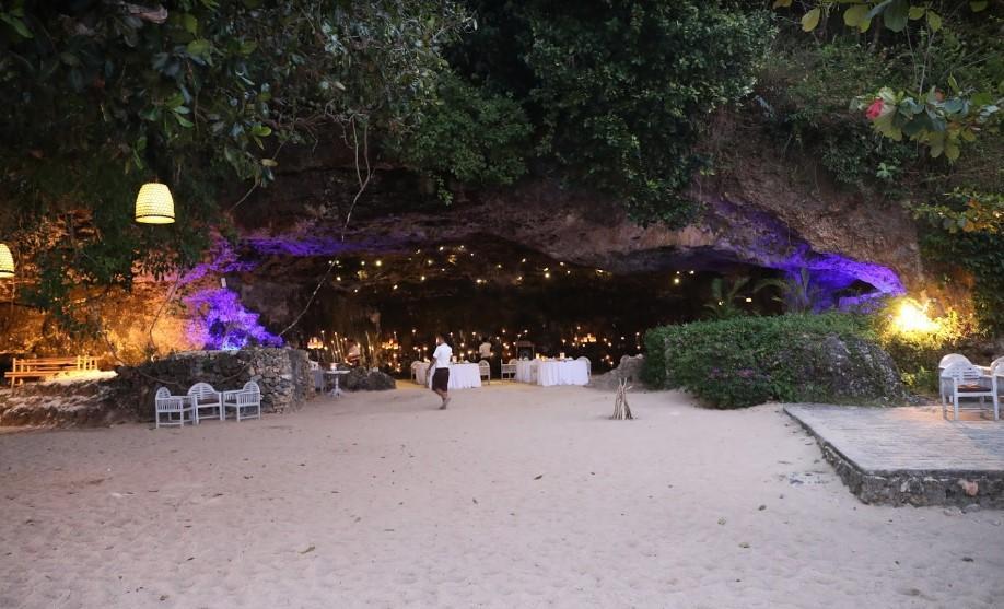 Samabe Beach Cave Dining