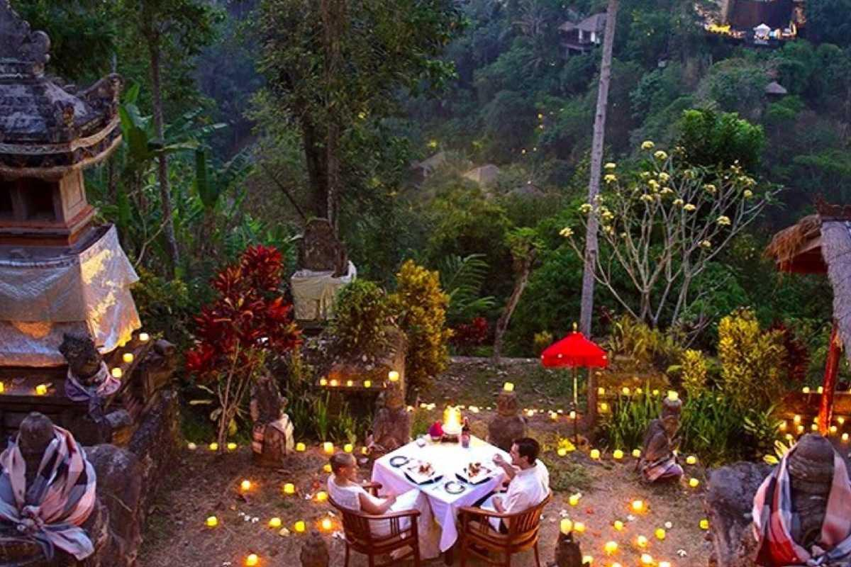 Romantic Temple Dinner at Hanging Gardens Ubud